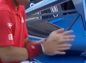 テニス 滑り止め