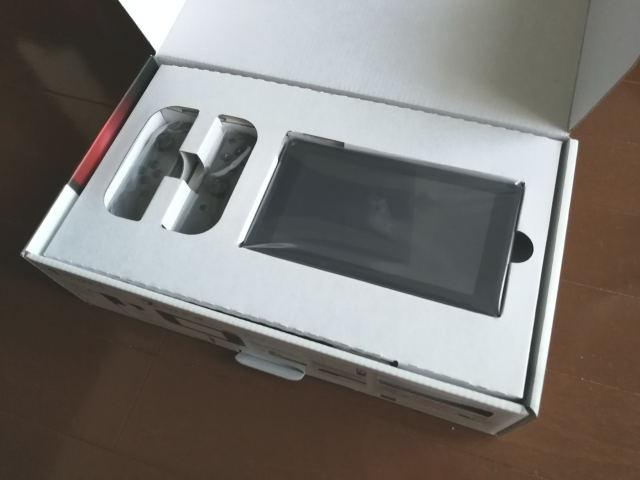 米国版Nintendo Switch パッケージ内容 1