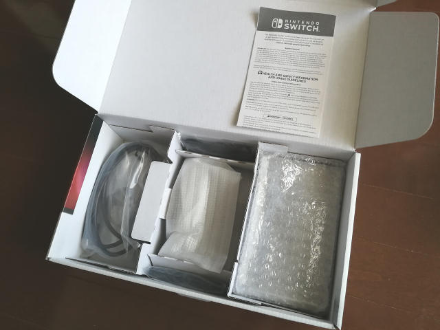 米国版Nintendo Switch パッケージ内容 2